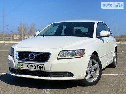 Белый Вольво С40, объемом двигателя 2 л и пробегом 106 тыс. км за 9500 $, фото 1 на Automoto.ua