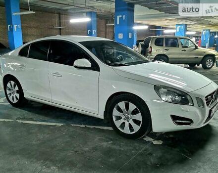 Белый Вольво С60, объемом двигателя 1.6 л и пробегом 120 тыс. км за 11500 $, фото 1 на Automoto.ua