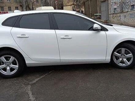 Белый Вольво В40, объемом двигателя 1.6 л и пробегом 82 тыс. км за 13000 $, фото 1 на Automoto.ua