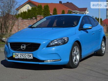Синий Вольво В40, объемом двигателя 1.6 л и пробегом 118 тыс. км за 12988 $, фото 1 на Automoto.ua