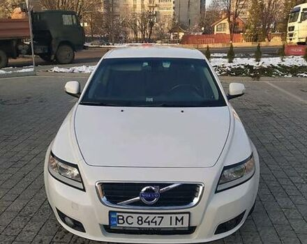 Белый Вольво В50, объемом двигателя 1.6 л и пробегом 237 тыс. км за 7600 $, фото 1 на Automoto.ua