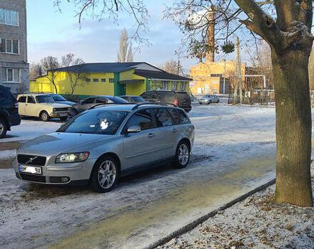 Серый Вольво В50, объемом двигателя 2.4 л и пробегом 271 тыс. км за 7500 $, фото 1 на Automoto.ua