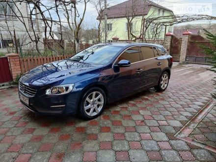 Синий Вольво B60, объемом двигателя 2 л и пробегом 200 тыс. км за 15999 $, фото 1 на Automoto.ua