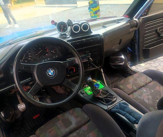 БМВ 3 Серія, об'ємом двигуна 1.8 л та пробігом 217 тис. км за 1500 $, фото 1 на Automoto.ua