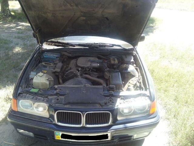 Синий БМВ 316, объемом двигателя 1.6 л и пробегом 310 тыс. км за 3871 $, фото 1 на Automoto.ua