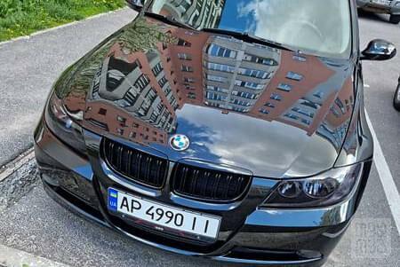 Черный БМВ 318, объемом двигателя 2 л и пробегом 196 тыс. км за 8300 $, фото 1 на Automoto.ua