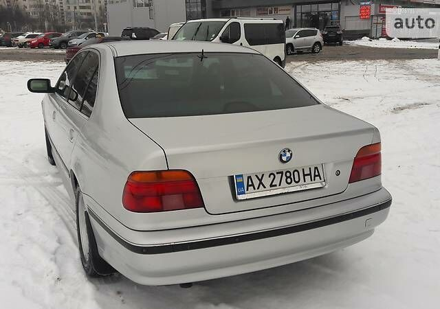 Срібний БМВ 520, об'ємом двигуна 2 л та пробігом 433 тис. км за 5800 $, фото 1 на Automoto.ua