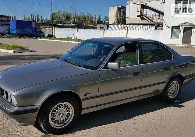 Срібний БМВ 525, об'ємом двигуна 2.5 л та пробігом 500 тис. км за 5500 $, фото 1 на Automoto.ua