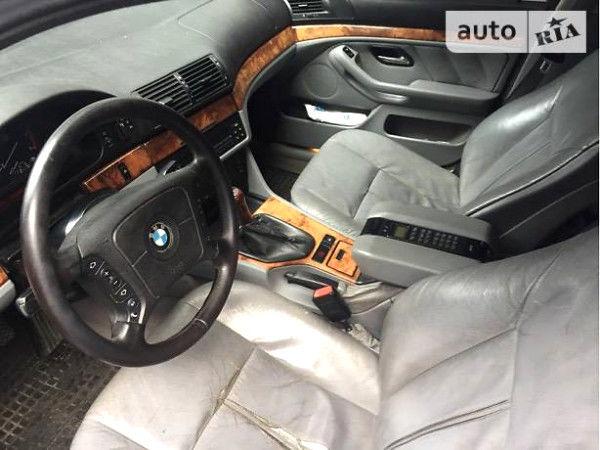 Синий БМВ 525, объемом двигателя 2.5 л и пробегом 300 тыс. км за 2200 $, фото 1 на Automoto.ua
