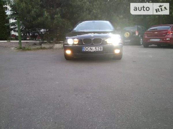 Черный БМВ 528, объемом двигателя 2.8 л и пробегом 290 тыс. км за 3300 $, фото 1 на Automoto.ua