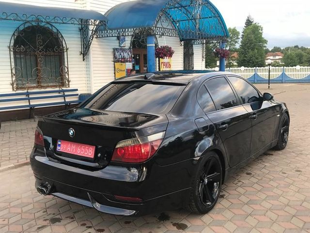 Чорний БМВ 545, об'ємом двигуна 4.4 л та пробігом 203 тис. км за 14000 $, фото 1 на Automoto.ua