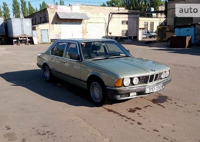 Серебряный БМВ 728, объемом двигателя 2.8 л и пробегом 390 тыс. км за 5000 $, фото 1 на Automoto.ua