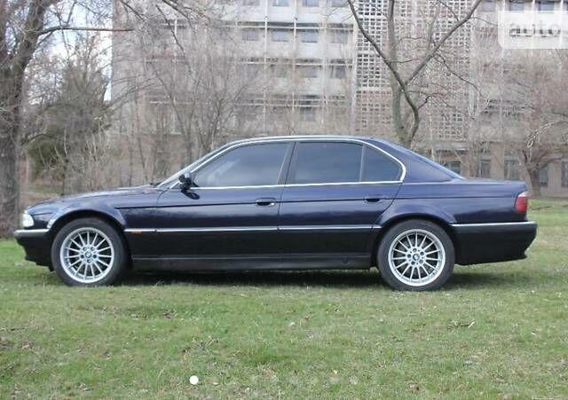 Синий БМВ 735, объемом двигателя 3.5 л и пробегом 337 тыс. км за 6200 $, фото 1 на Automoto.ua