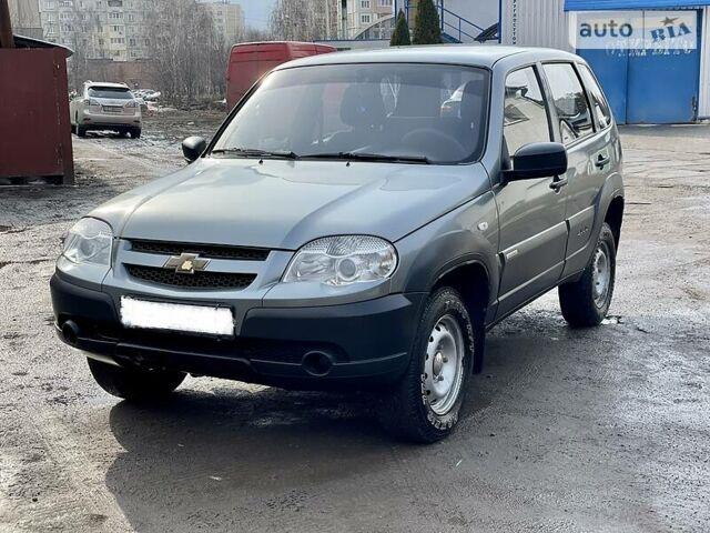 Серый Шевроле Нива, объемом двигателя 1.7 л и пробегом 112 тыс. км за 7350 $, фото 1 на Automoto.ua