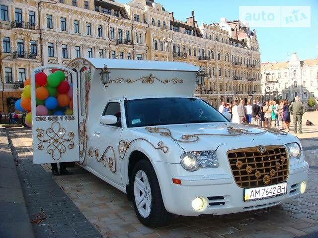 Белый Крайслер 300, объемом двигателя 5.5 л и пробегом 1 тыс. км за 0 $, фото 1 на Automoto.ua