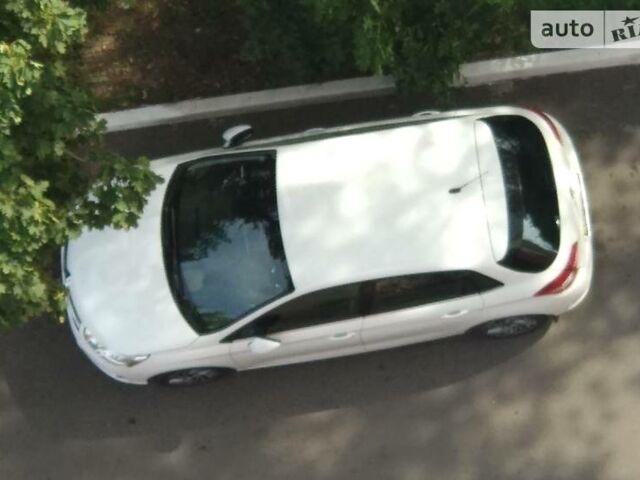 Белый Ситроен С4, объемом двигателя 1.6 л и пробегом 60 тыс. км за 12000 $, фото 1 на Automoto.ua