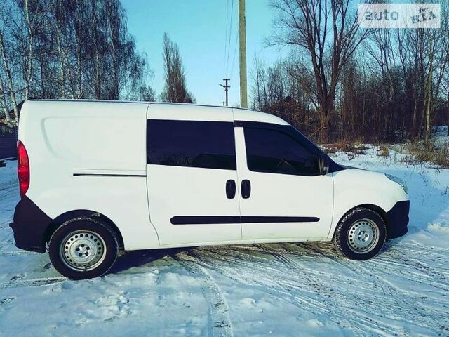 Белый Фиат Добло пасс., объемом двигателя 1.3 л и пробегом 220 тыс. км за 8000 $, фото 1 на Automoto.ua