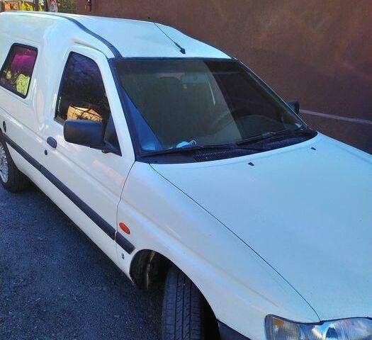 Белый Форд Эскорт, объемом двигателя 1.8 л и пробегом 160 тыс. км за 1767 $, фото 1 на Automoto.ua