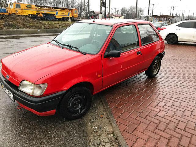 Красный Форд Фиеста, объемом двигателя 1.1 л и пробегом 56 тыс. км за 2500 $, фото 1 на Automoto.ua