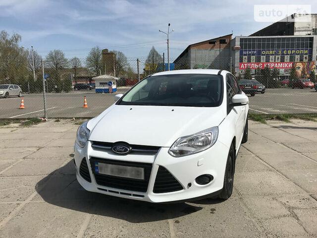 Белый Форд Фокус, объемом двигателя 1.6 л и пробегом 190 тыс. км за 8000 $, фото 1 на Automoto.ua