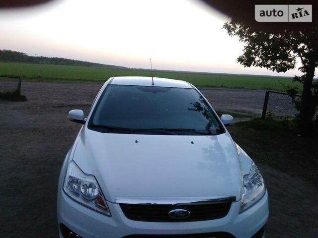 Белый Форд Фокус, объемом двигателя 1.6 л и пробегом 66 тыс. км за 9100 $, фото 1 на Automoto.ua