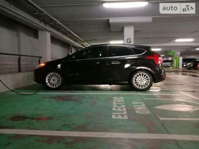 Черный Форд Фокус, объемом двигателя 0 л и пробегом 80 тыс. км за 12000 $, фото 1 на Automoto.ua