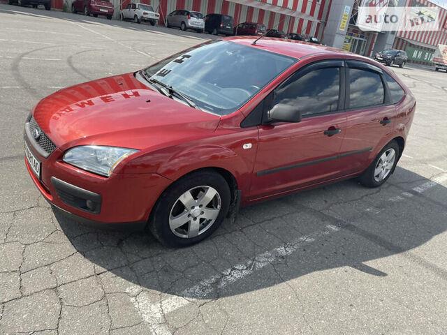 Красный Форд Фокус, объемом двигателя 1.6 л и пробегом 125 тыс. км за 6200 $, фото 1 на Automoto.ua