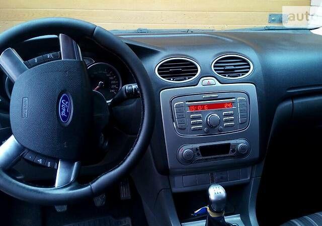 Серый Форд Фокус, объемом двигателя 1.6 л и пробегом 240 тыс. км за 7300 $, фото 1 на Automoto.ua