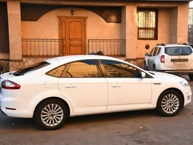 Белый Форд Мондео, объемом двигателя 2 л и пробегом 165 тыс. км за 8700 $, фото 1 на Automoto.ua