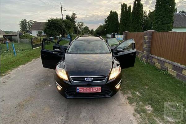 Черный Форд Мондео, объемом двигателя 1.6 л и пробегом 212 тыс. км за 8100 $, фото 1 на Automoto.ua