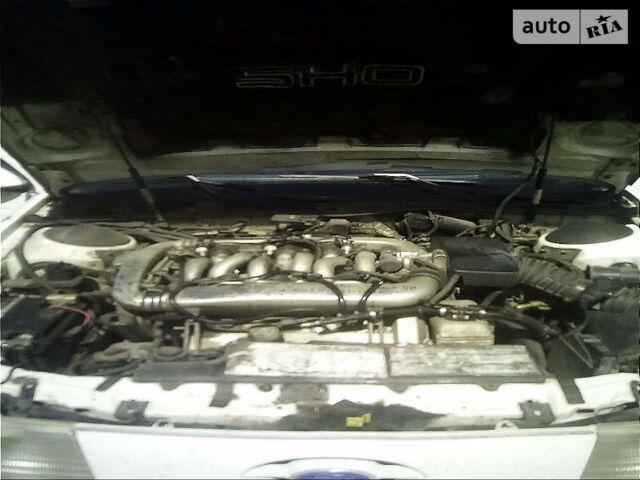 Белый Форд Таурус, объемом двигателя 3 л и пробегом 130 тыс. км за 3000 $, фото 1 на Automoto.ua