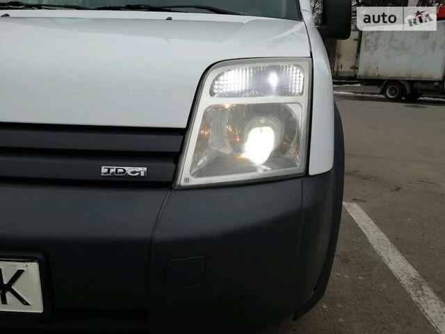 Белый Форд Транзит Коннект пасс., объемом двигателя 1.8 л и пробегом 350 тыс. км за 5599 $, фото 1 на Automoto.ua