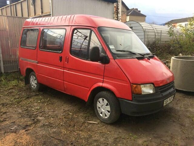 Красный Форд Транзит пасс., объемом двигателя 2 л и пробегом 205 тыс. км за 1400 $, фото 1 на Automoto.ua