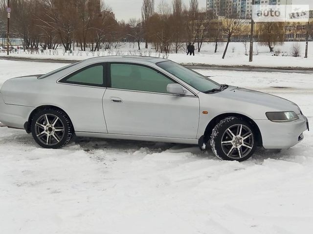 Серебряный Хонда Аккорд, объемом двигателя 3 л и пробегом 340 тыс. км за 4400 $, фото 1 на Automoto.ua