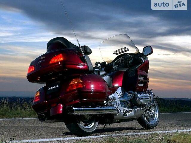 Вишнёвый Хонда Голд Винг, объемом двигателя 1.8 л и пробегом 30 тыс. км за 16000 $, фото 1 на Automoto.ua