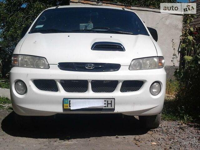 Білий Хендай Н1 пас., об'ємом двигуна 2.5 л та пробігом 300 тис. км за 6000 $, фото 1 на Automoto.ua