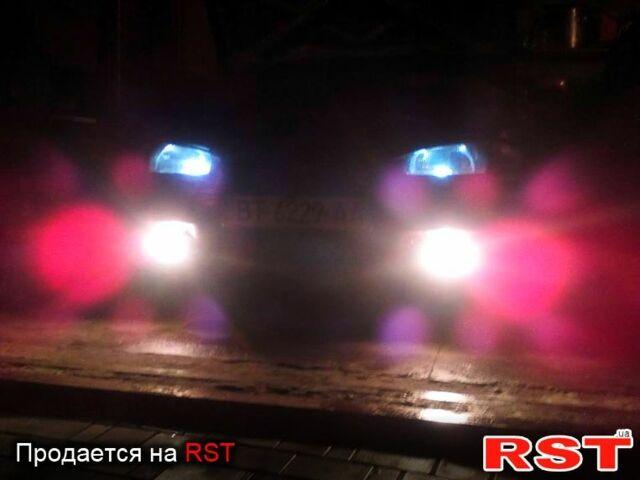 Красный Хендай Лантра, объемом двигателя 1.5 л и пробегом 442 тыс. км за 2300 $, фото 1 на Automoto.ua