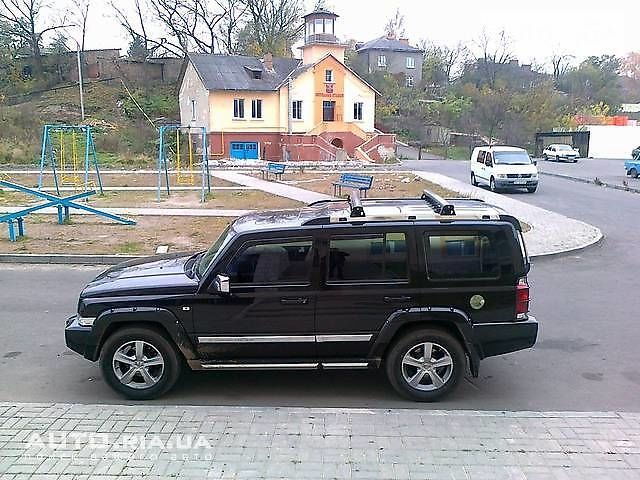 Черный Джип Коммандер, объемом двигателя 5.7 л и пробегом 160 тыс. км за 25000 $, фото 1 на Automoto.ua