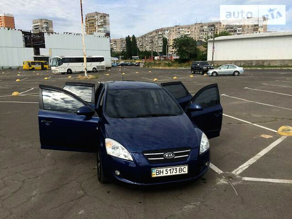 Синий Киа Сид, объемом двигателя 1.6 л и пробегом 180 тыс. км за 7950 $, фото 1 на Automoto.ua