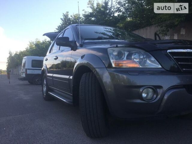 Черный Киа Соренто, объемом двигателя 2.5 л и пробегом 175 тыс. км за 12000 $, фото 1 на Automoto.ua