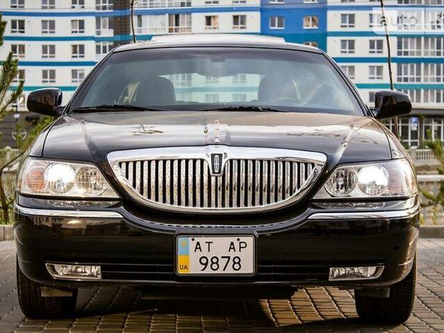 Чорний Лінкольн Town Car, об'ємом двигуна 4.6 л та пробігом 23 тис. км за 26800 $, фото 1 на Automoto.ua