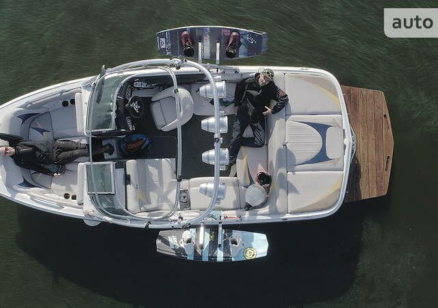 Оранжевый МастерКрафт X2, объемом двигателя 5.7 л и пробегом 490 тыс. км за 51000 $, фото 1 на Automoto.ua