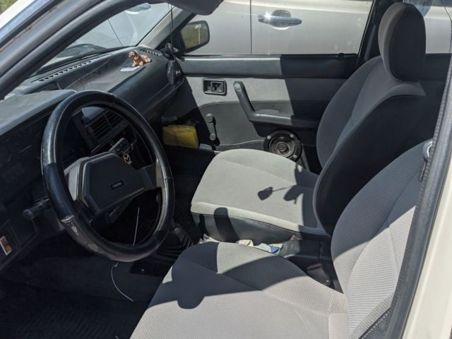 Белый Мазда 323, объемом двигателя 1.3 л и пробегом 400 тыс. км за 999 $, фото 1 на Automoto.ua