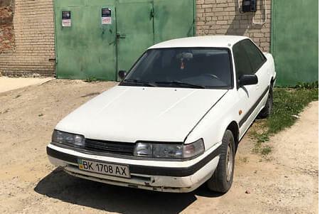 Белый Мазда 626, объемом двигателя 1.2 л и пробегом 185 тыс. км за 1550 $, фото 1 на Automoto.ua