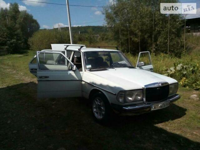 Белый Мерседес 200, объемом двигателя 2 л и пробегом 445 тыс. км за 1500 $, фото 1 на Automoto.ua