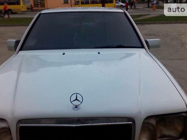 Белый Мерседес 200, объемом двигателя 2 л и пробегом 390 тыс. км за 3000 $, фото 1 на Automoto.ua