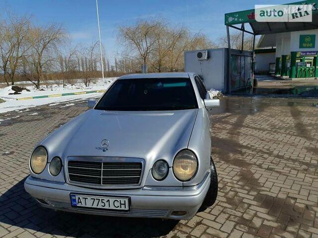 Сірий Мерседес 210, об'ємом двигуна 2.3 л та пробігом 387 тис. км за 4150 $, фото 1 на Automoto.ua