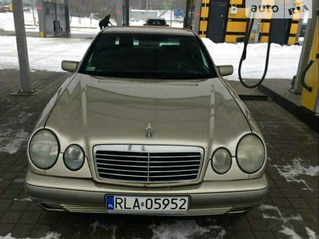 Золотой Мерседес 210, объемом двигателя 0 л и пробегом 300 тыс. км за 2300 $, фото 1 на Automoto.ua
