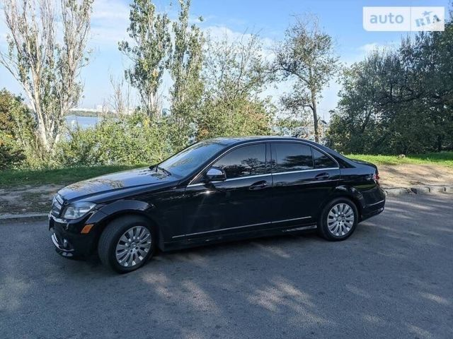 Черный Мерседес 300, объемом двигателя 3 л и пробегом 239 тыс. км за 11200 $, фото 1 на Automoto.ua