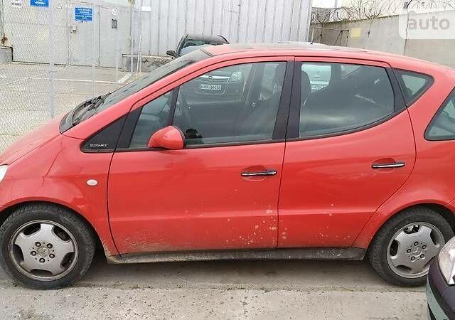 Красный Мерседес А 160, объемом двигателя 1.6 л и пробегом 210 тыс. км за 4000 $, фото 1 на Automoto.ua